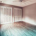 Panele podłogowe – montaż, podkład, zalety i wady